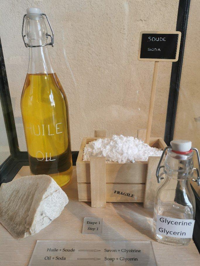 伝統的なマルセイユ石鹸は、オリーブオイルで作られています。